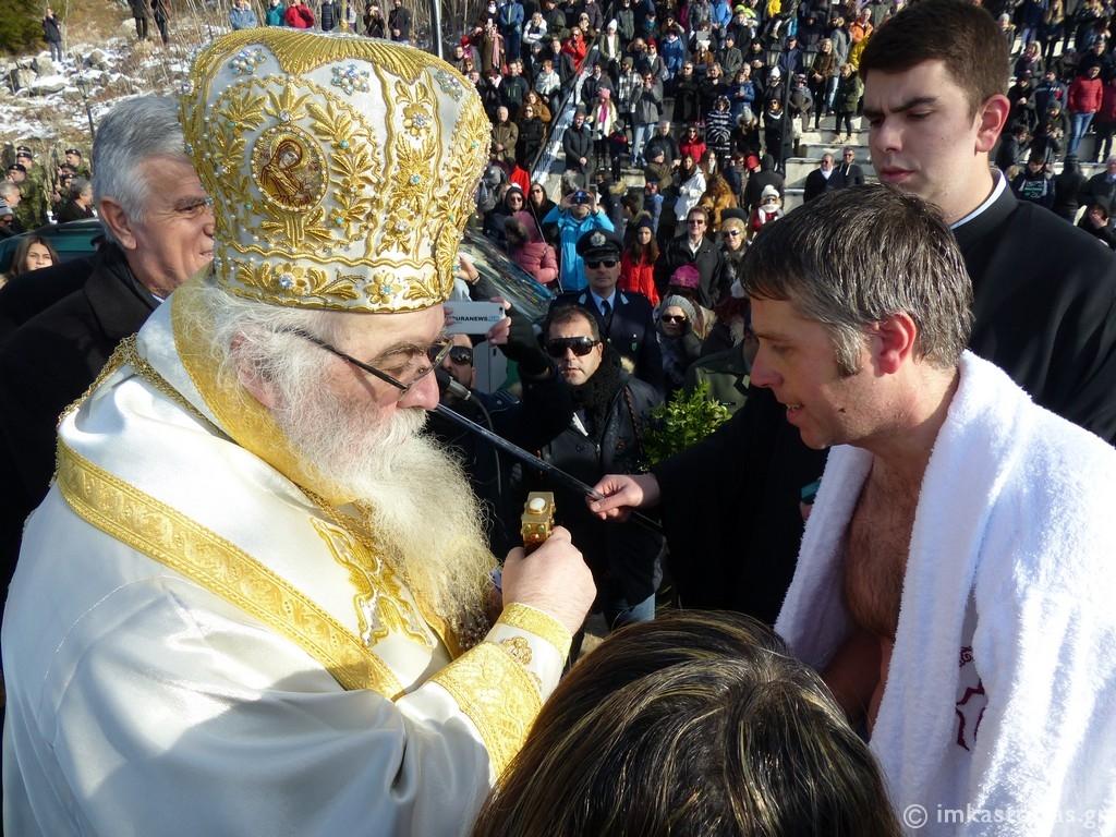"""""""Εν Ιορδάνη βαπτιζομένου σου Κύριε"""" στην παγωμένη Καστοριά (ΦΩΤΟ)"""